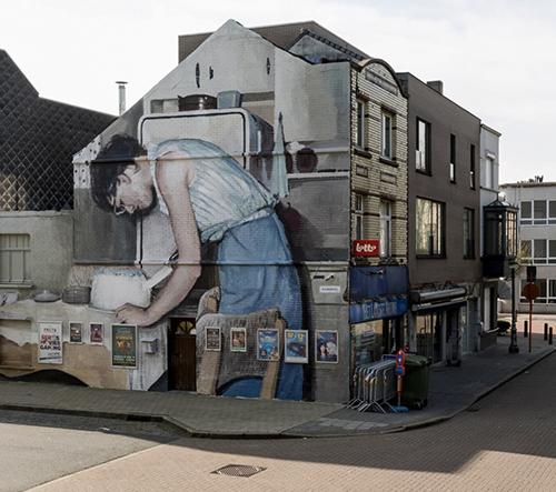 Mohamed L'Ghacham vytvořil obrovské muraly podle starých rodinných fotografií