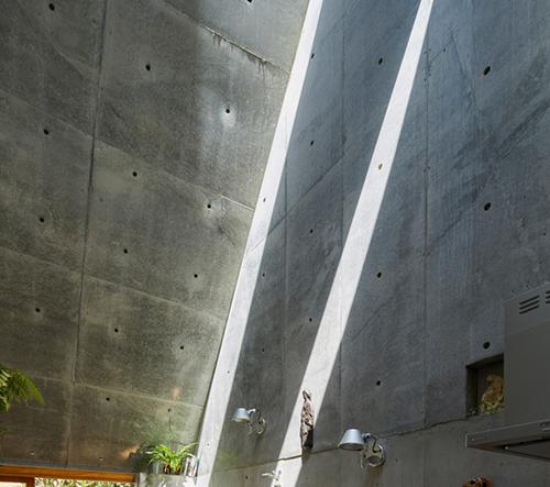 Architekt Takeshi Hosaka s manželkou navrhli  v Tokiu mikro bydlení Love2 House