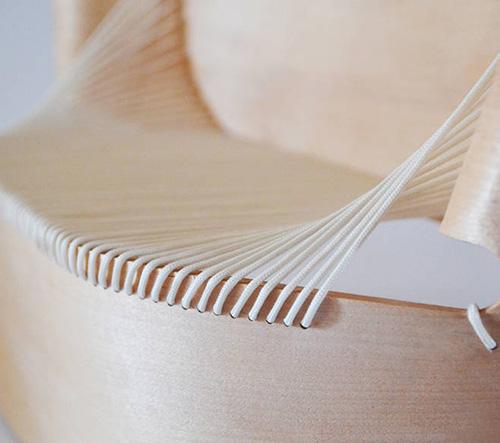 Ákos Huber navrhl sofu Wing inspirovanou sochou bohyně Niké