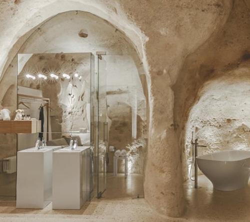 Italské Manca Studio transformovalo starověkou jeskyni v moderní bydlení