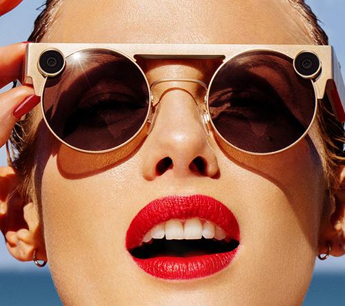 Snapchat ukázal brýle Spectacles 3 se dvěma objektivy umějící 3D fotky