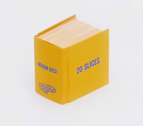 Ben Denzer vytváří vtipné knížky z každodenních objektů
