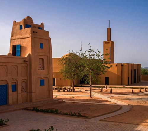 Atelier Masomi proměnil bývalou mešitu v Nigeru v knihovnu a komunitní centrum