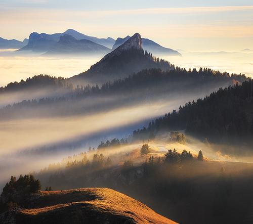 Florent Courty fotí Francouzské Alpy nad mraky