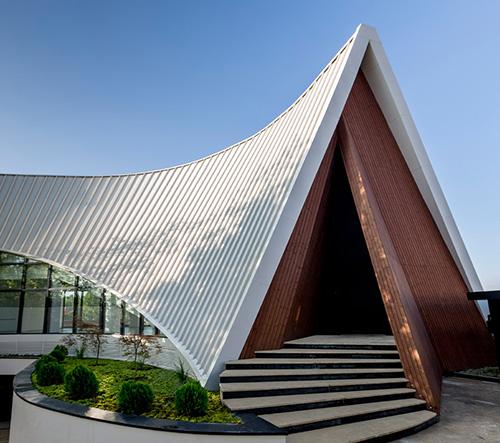 Studio New Office navrhlo v Teheránu dynamickou vilu