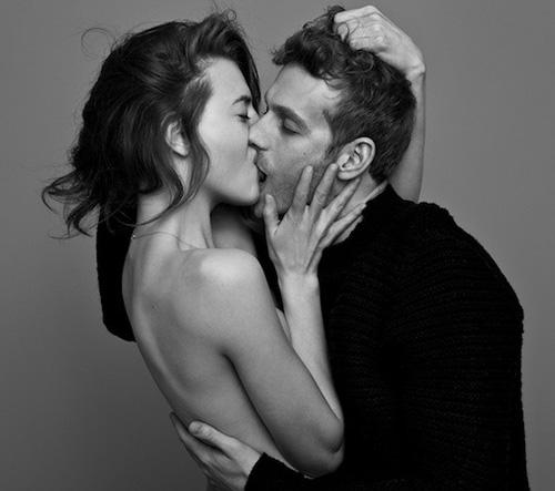 Fotograf Ben Lamberty zachytává náhodné lidi a páry ve vášnivých polibcích