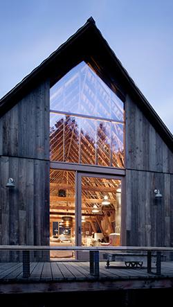 Studio MW Works transformovalo starou stodolu ve venkovské rodinné sídlo