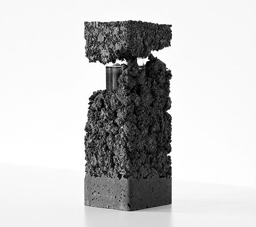 Francesca Gotti ukryla kolekci italských parfémů do speciálního materiálu podobného betonu
