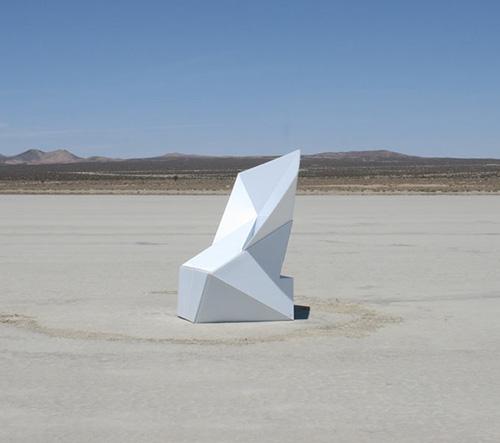 Roy Kesrouani navrhl recyklované skládací křeslo Spooning Armchair pro interiér i exteriér
