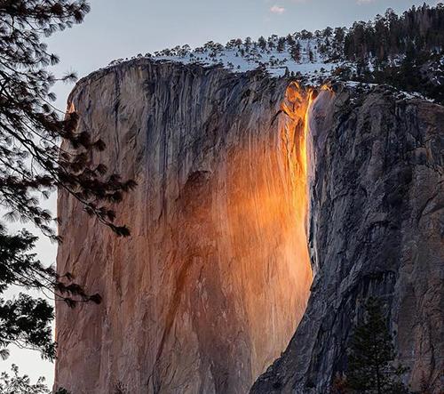 Yosemitský ohnivý vodopád je jedinečným americkým fenoménem