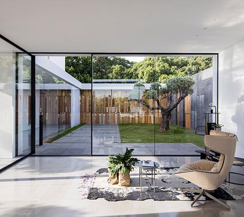 Pitsou Kedem Architects navrhli v Izraeli velkorysou luxusní vilu