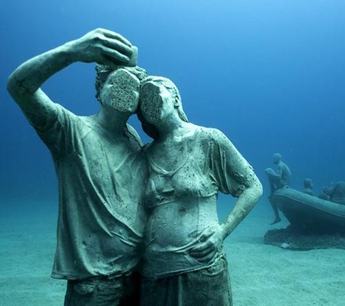 V Lanzarote vzniklo podmořské muzeum se 300 sochami