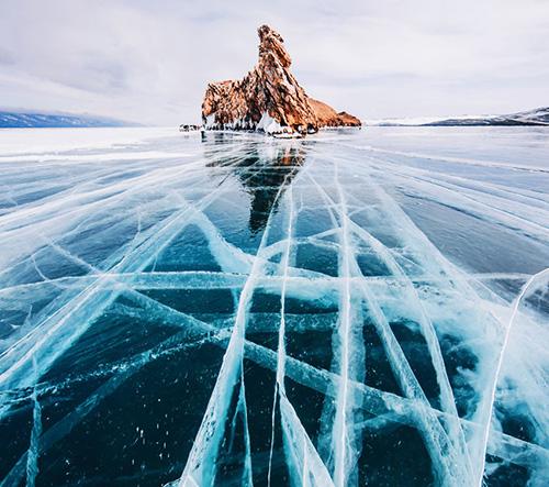 Zamrzlé jezero Bajkal na dechberoucích fotografiích