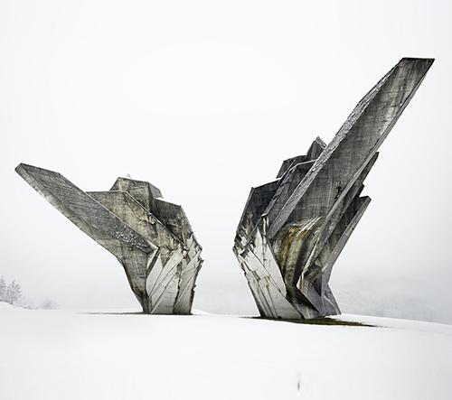 Americké MoMA poprvé vystavuje krásu brutalistních jugoslávských památníků a architektury