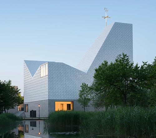 Meck Architects navrhli v německém Poingu v unikátní kostel