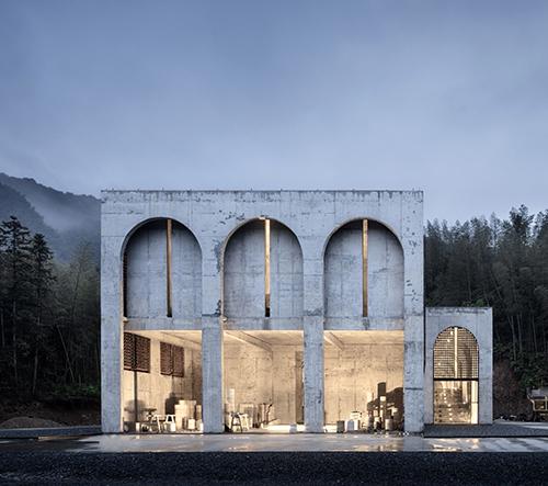 Studio AZL architects navrhlo v Číně betonovou palírnu porcelánu