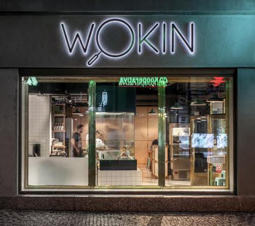 Autentický řád asijského tržiště restaurace WOKIN od SOA architekti