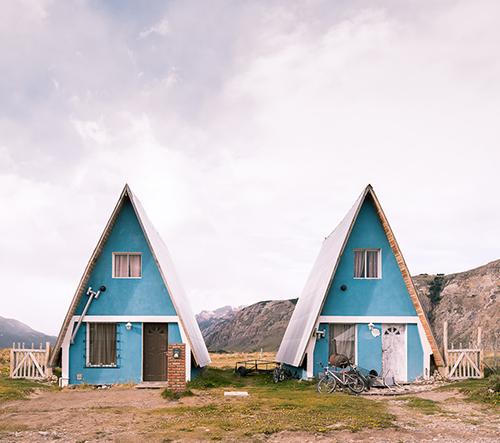 Fotograf Thibaud Poirier na snímkách ukazuje krásu odlehlých domků v Patagonii
