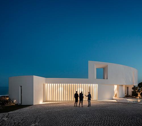 Mario Martins navrhl eliptický dům v Portugalsku