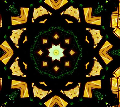 Doug Aitken vytváří koláže interiérů světa inspirované kaleidoskopem