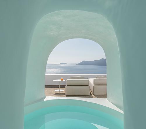 Studio Kapsimalis Architects navrhlo na Santorini hotel s pokoji ve tvaru jeskyně