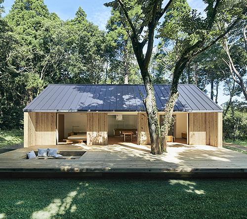 Muji navrhlo minimalistický prefabrikovaný dům Yō z cedrového dřeva