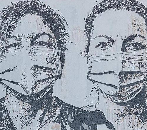 Streetartista Vhils vzdává hold zdravotníkům z Porta